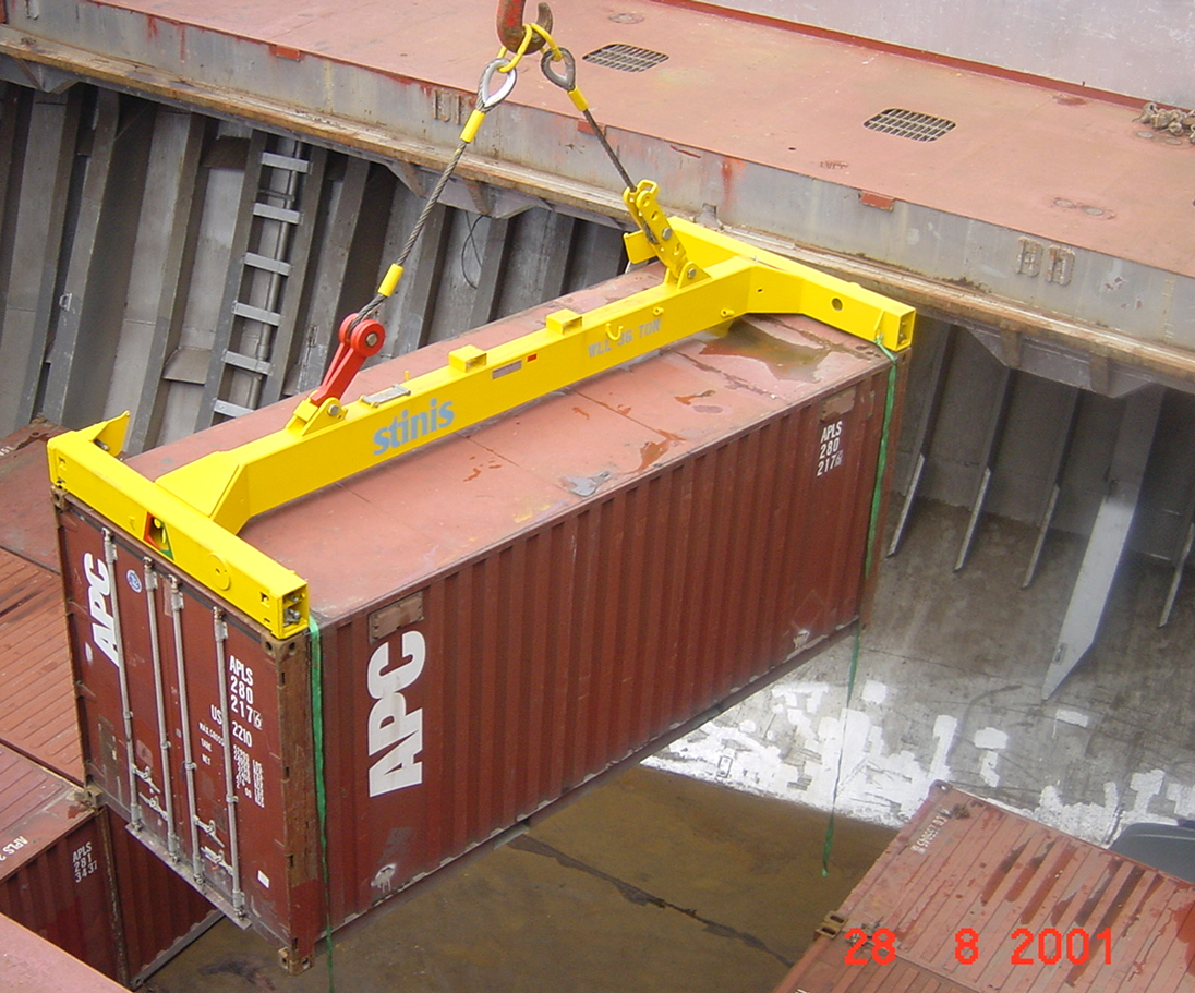 Container spreader
